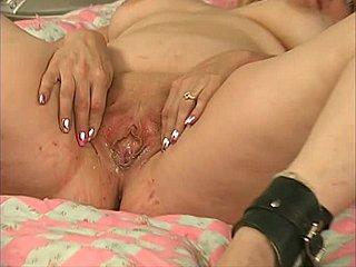 Naked blck moms